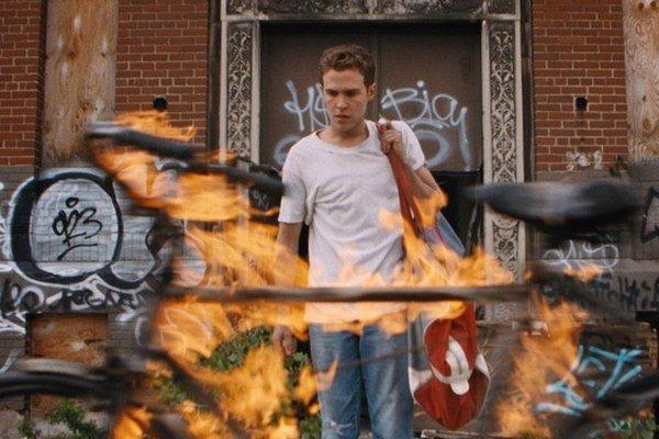 Niektorí diváci prichádzali na Goslingov film s nedôverou, no ukázalo sa, že vie ľudské panoptikum zinscenovať podobne surreálnym spôsobom ako David Lynch.