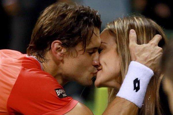 Ferrera jeho dnes už manželka sprevádzala aj na turnajoch.