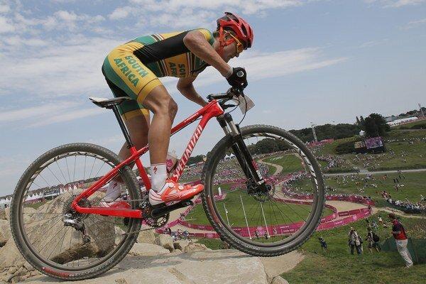 Juhoafrický horský cyklista Burry Stander počas svojej jazdy na olympiáde v Londýne. Pod piatimi kruhmi vybojoval Stander pekné 5. miesto. Bohužiaľ, o pol roka neskôr už nebol medzi živými.