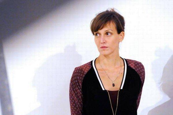 Pavla Sceranková (1980) pochádza z Košíc. Vyštudovala AVU v Prahe, kde v roku 2011 absolvovala aj doktorandské štúdium. Získala niekoľko ocenení a zahraničných štipendií. Zaoberá sa sochou, inštaláciou, objektom, zaujíma ju téma pamäti, ľudského v
