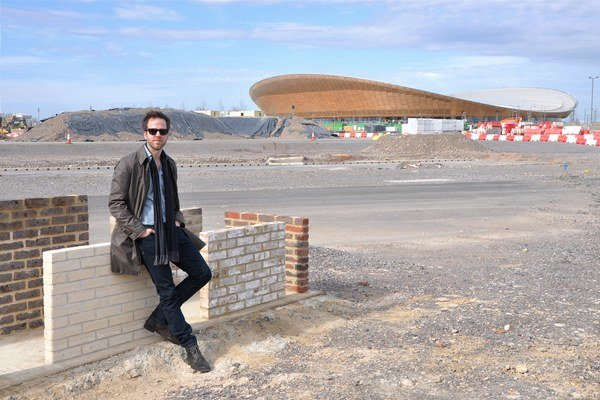 Peter Lančarič (1977) – študoval na bratislavskej Fakulte architektúry STU, na britskej University of Bedfordshire a Bartlett School of Architecture. Pôsobí ako zástupca riaditeľa v medzinárodnej architektonickej firme PRP Architects so sídlom v L