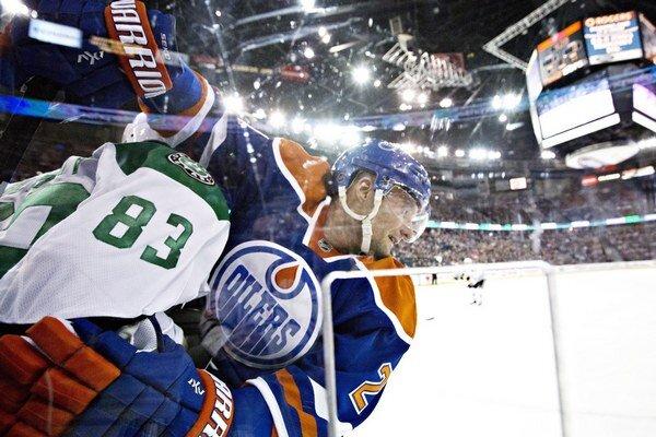 Keď si to situácia vyžaduje, ani fyzická hra nie je slovenskému obrancovi v službách Oilers cudzia.