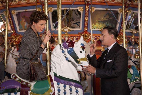 Walt Disney dlho bojoval o svoje predstavy, ako má Mary Poppins vyzerať v muzikálovej verzii. Spisovateľke knižnej predlohy P. L. Traversovej sa nič nepáčilo. Vo filme Zachráňte pána Banksa ich hrajú Tom Hanks a Emma Thomson.