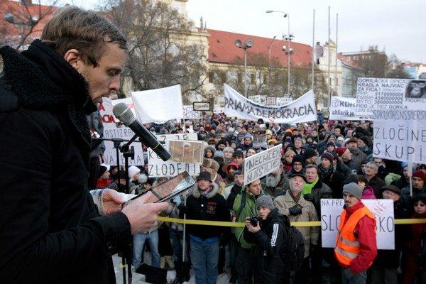 Michal Hvorecký (1976) napísal niekoľko kníh, známy je aj ako občiansky aktivista.