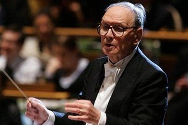 Dnes 85-ročný skladateľ Ennio Morricone stále diriguje svoje vlastné diela.
