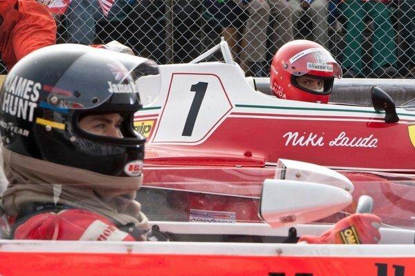 Preteky F1 sú ako novodobé rytierske turnaje. Prečo James Hunt a Niki Lauda riskovali životy? pýta sa film.