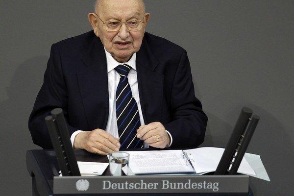 Marcel Reich-Ranicki počas prejavu v nemeckom parlamente v januári 2012.