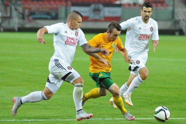 Miroslav Káčer (v strede) patrí medzi veľké talenty žilinského futbalu.