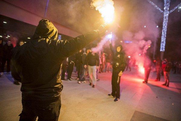 Ľudia v Trnave už pred štadiónom vytvorili skvelú atmosféru.