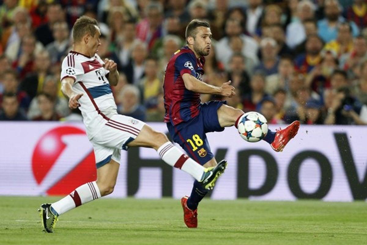 06300840aa1ab Jordi Alba (vpravo) sa opäť vráti do zostavy FC Barcelona po zranení  stehenného svalu