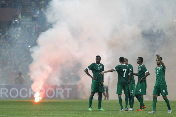 Futbalisti Saudskej Arábie odchádzajú z ihriska.