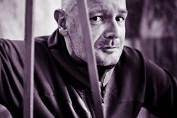 Nórsky spisovateľ Rrlend Loe sa preslávil knihou Naivné. Super.