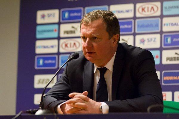Pavlovi Vrbovi na tlačovej konferencii pred zápasmi s Tureckom a Holandskom došla trpezlivosť.