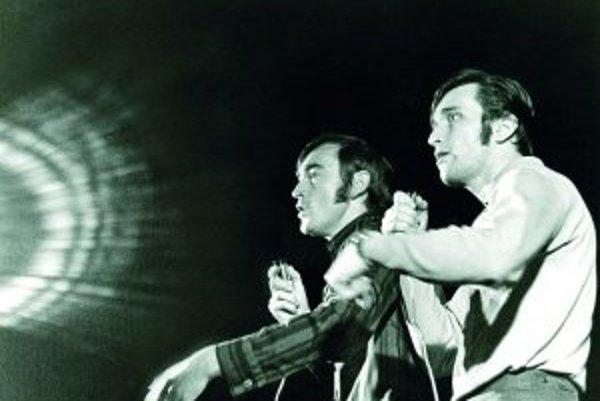 Záber z predstavenia. Vľavo Stanislav Štepka, vpravo Milan Markovič.