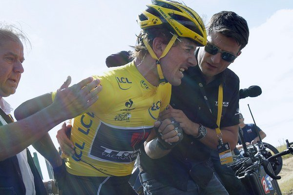 Cancellara bol jednou z obetí nepekne vyzerajúcej zrážky vo včerajšej tretej etape.