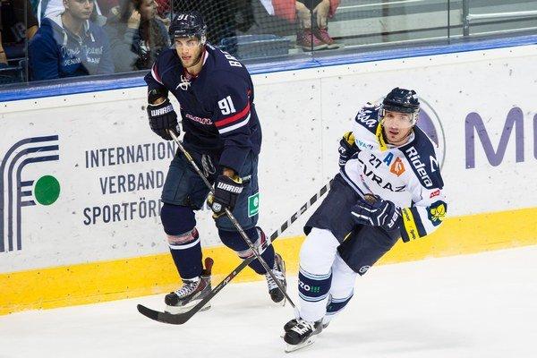 Bývalý hráč Slovana Ján Brejčák (vľavo) dal dokonca pre nevyplatené mzdy podnet na arbitráž.