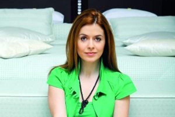 Herečka Jana Lieskovská (1983)- narodila v Považskej Bystrici. Vyštudovala muzikálové gymnázium Alcana a bábkoherectvo na Vysokej škole múzických umení v Bratislave. V rokoch 2007 až 2009 bola členkou súboru Bratislavského bábkového divadla. Spolupracoval