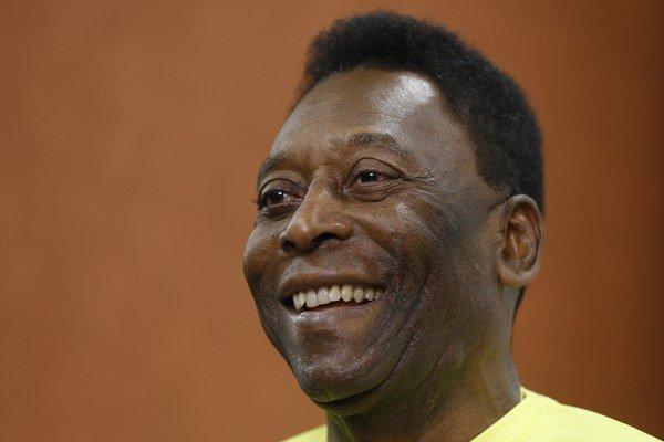 Pelé podstúpil prvú z dvoch plánovaných korektúr, ktoré by mal absolvovať v priebehu niekoľkých mesiacov v Brazílii.