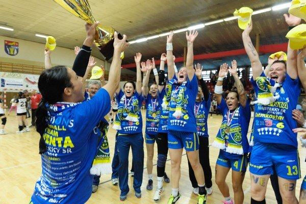 Hádzanárky Iuventy Michalovce sa v prípade postupu do tretieho kola Pohára EHF stretnú so španielskym majstrom Balonmano Bera Bera.