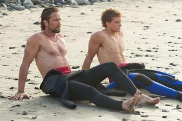 Z filmu Maverics: Na divokej vlne.
