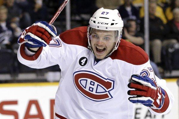 Alex Galčeňjuk si bude aj naďalej obliekať dres Montrealu Canadiens.