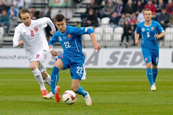 Mladík Dávid Ivan (s číslom 22) je tiež reprezentantom Slovenska do 21 rokov.
