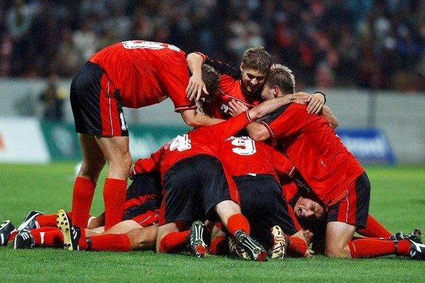 Jeden z najslávnejších zápasov v histórii slovenských tímov v európskych súťažiach odohrali futbalisti Matadoru Púchov s FC Barcelona. Doma po góle Milana Jambora remizovali senzačne 1:1.