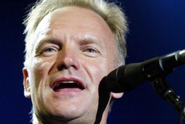Sting počas bratislavského koncertu v lete 2006.