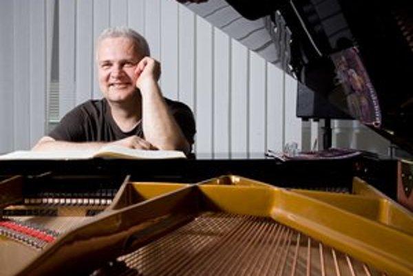Pavol Bodnár (1959)Džezový pianista, skladateľ, pedagóg. Pochádza zBanskej Bystrice. VBratislave vyštudoval biochémiu, hudbu študoval na žilinskom konzervatóriu aBerklee College of Music vamerickom Bostone. Spolupracoval smnohými zahraničnými hudob