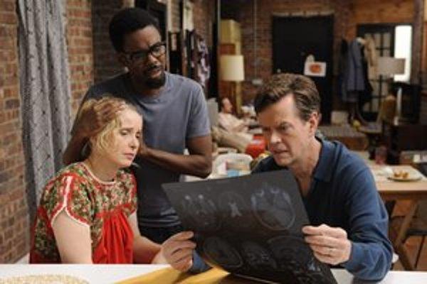 Julie Delpy a Chris Rock (v strede) v nevydarenej komédii. ⋌FOTO – OUTNOW