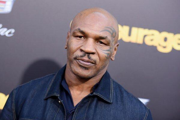 Mike Tyson má už 48 rokov a v Ringu nestál celé desaťročie.