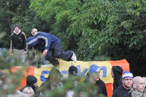 V hlavnom meste Slovenska prebiehala demonštrácia proti islamizácii Európy. Rovnako sa v centre Bratislavy zhromaždili aj odporcovia xenofóbie, nacionalizmu a rasizmu.