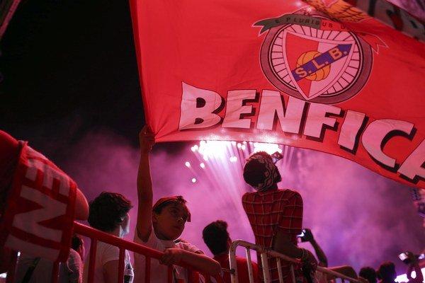Priaznivci Benficy oslavovali zisk titulu do skorých ranných hodín. Výnimkou pritom neboli ani najmenší fanúšikovia.