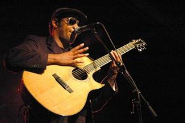 Raúl Midón má povesť novodobého Stevieho Wondera.