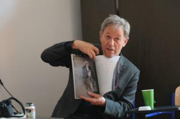Pochádza z Humenného, v rokoch 1966-1968 študoval psychológiu na Univerzite Komenského v Bratislave. Po invázii spojeneckých vojsk do Československa zostal v Británii, neskôr emigroval do Kanady. V rokoch 1971-1974 študoval na Ryerson Polytechnical Instit