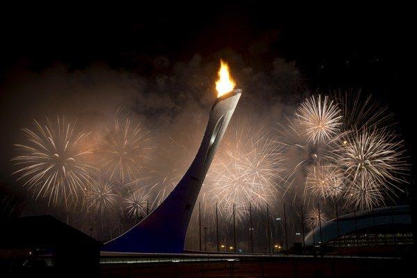 Takto horel olympijský oheň naposledy na zimnej olympiáde v Soči. V Riu de Janeiro budú horieť možno dva.