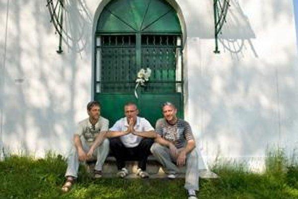 Traja priatelia na ceste po stopách Joža Urbana.