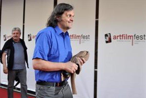 Dvojnásobný držiteľ Zlatej palmy Emir Kusturica prichádza na slávnostné otvorenie Artfilm festu.