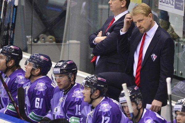 Tréner Petri Matikainen viedol Slovan necelú jednu sezónu. V septembri 2014 nahradil Rostislava Čadu.