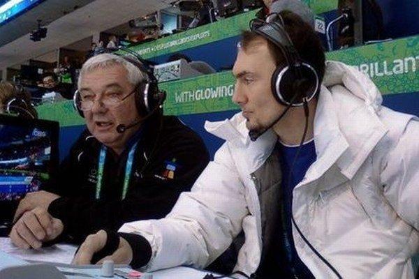 Ivan Niňaj (vľavo) s Miroslavom Šatanom počas komentovania hokejového zápasu.