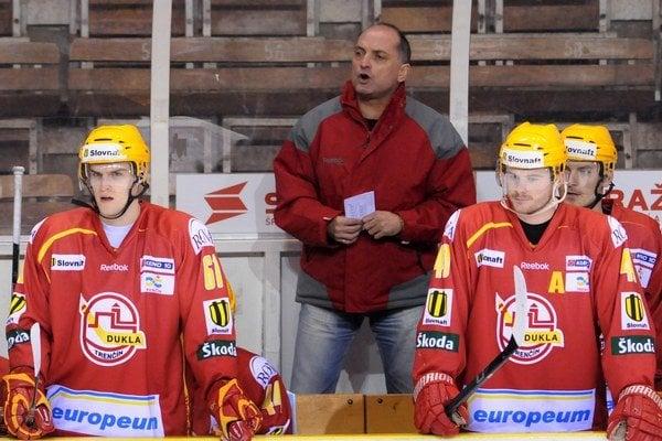 Kýhos viedol v minulosti aj hokejistov trenčianskej Dukly.