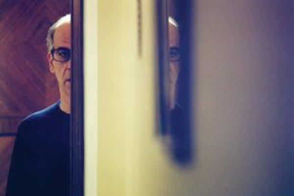 Toni Servillo ako zaľúbený mafián vo filme Paola Sorentiniho Následky lásky.
