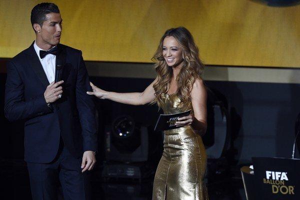 Ronalda počas galavečera spovedala moderátorka Kate Abdo v angličtine. Hoci plynule ovláda aj nemčinu a španielčinu, za portugalčinu sa radšej ospravedlnila.