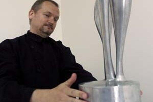 PhDr. Vladimír Beskid (1962), absolvoval vedu o výtvarnom umení na UK v Bratislave. Pôsobil na Fakulte umení TU v Košiciach a na Trnavskej univerzite. Od roku 2005 bol kurátorom Galérie Jána Koniarka v Trnave, od roku 2006 je jej riaditeľom.