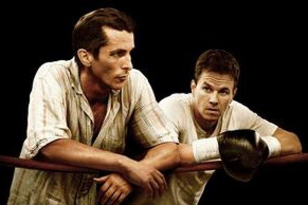 Christian Bale (vľavo) zatienil Marka Wahlberga, ktorý len boxuje a smutne vraští čelo.