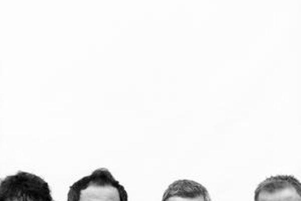 """Hex 2010. Štvorica muzikantov okolo štyridsiatky, ktorá nahrala svoj """"najdospelejší album""""."""