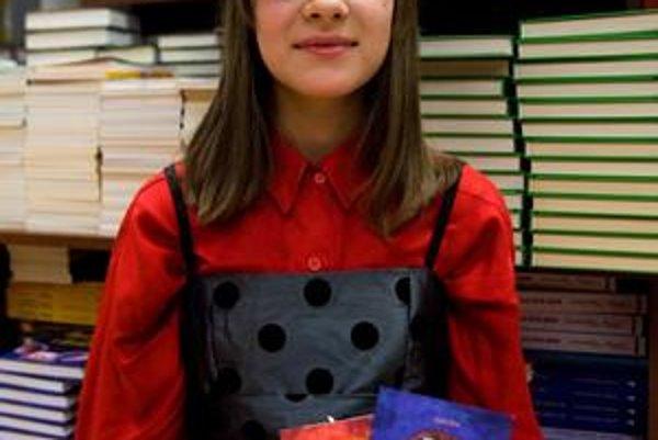 STELA BRIX (1998) navštevovala alternatívnu triedu pre intelektovo nadané deti na Základnej škole na Krosnianskej ulici v Košiciach,  dnes je žiačkou Školy pre mimoriadne nadané deti a gymnázia na Skalickej ulici. V roku 2009 získala za svoju báseň pr