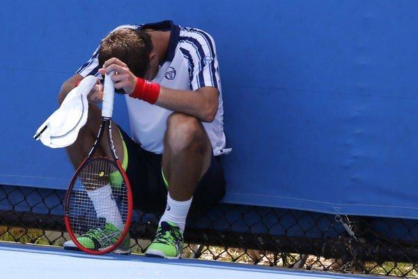 Martin Kližan v zápase 2. kola dvojhry proti Joaovi Sousovi na Australian Open v Melbourne 21. januára. Zápas proti Portugalčanovi skrečoval za stavu 6:4, 6:7 (4), 4:6, 0:1 vo štvrtom sete.