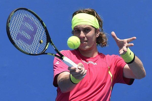 Slovenský tenista Lukáš Lacko pokračuje v nevýrazných výkonoch. V Rio de Janeiro vypadol už v prvom kole.