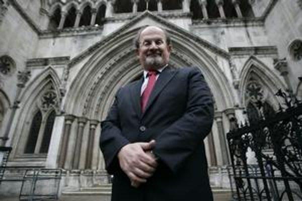 Salman Rushdie sa ukrýval takmer desať rokov.